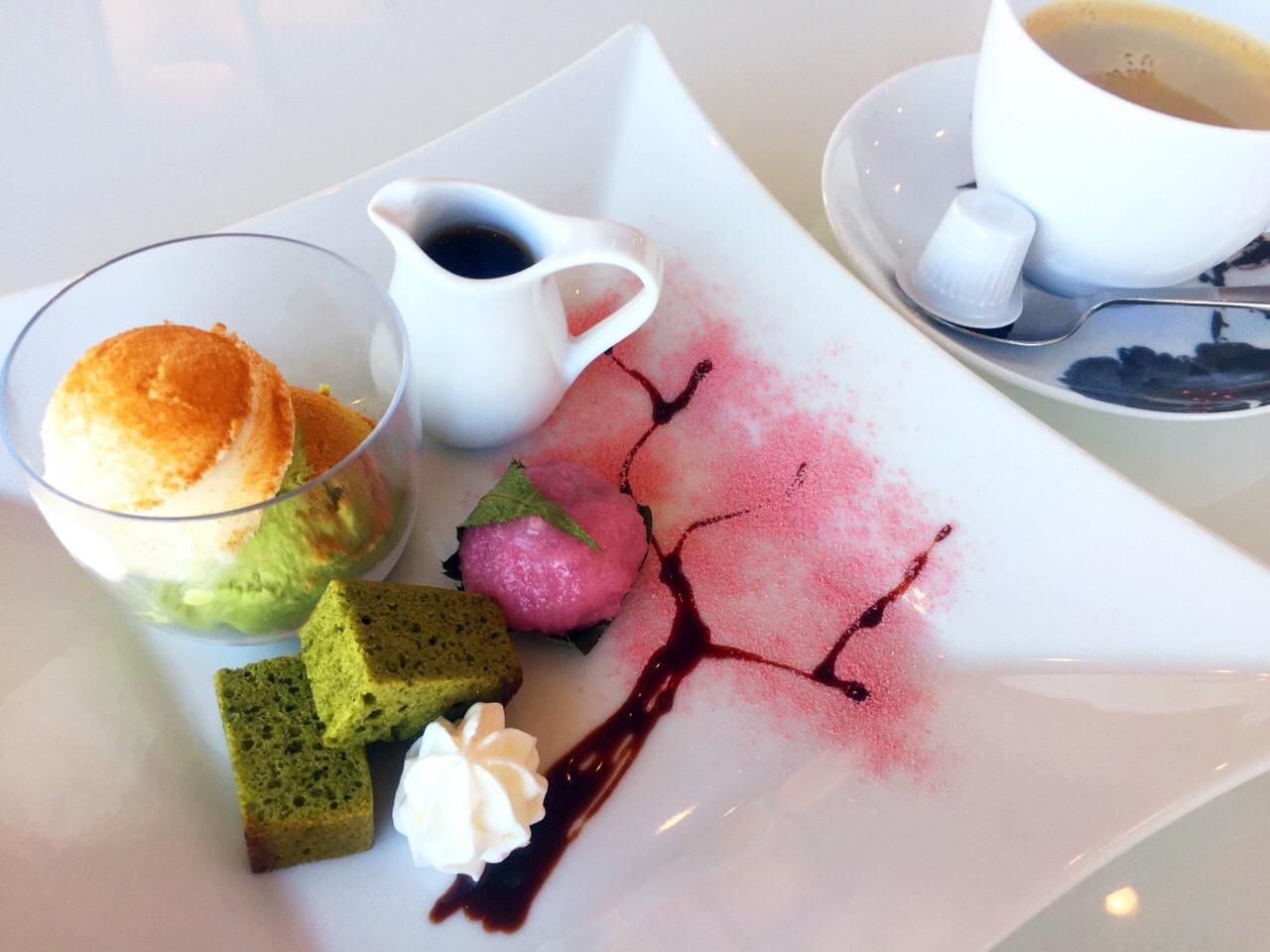 桜デザート 写真